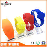 fashion Design RFID Wrist Band with Customized Logo and Size