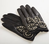 Lady Fashion Sheepskin Leather Dress Gloves with Metal Butterfly (YKY5093)