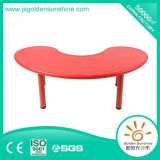 Kinergarten Furniture of Plastic Table in Moon Shape