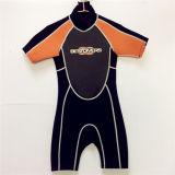 Short Sleeves and Pants Waterproof Noprene Surfing Wetsuit (HX15S33)