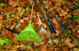 High Quality Garden Tools Carbon Steel Leaf Rake with Fibreglass Handle