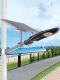 Todos en una luz de calle solar con energía de gran alcance