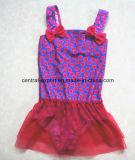 ポルカドットの印刷された女の子の水着