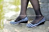 Ботинки повелительниц способа, модные ботинки