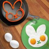 Die Küche, die Hilfsmittel-nettes Kaninchen kocht, formte Silikon gebratene Ei-Form