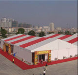 大きいイベント党展覧会場テントを飾る