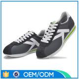 De de nieuwe Basketbalschoenen van de Manier van de Aankomst/Schoenen 2015 van de Sporten van Mensen