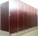화장실 칸막이실 시스템과 이음쇠를 마루청을 까는 천장