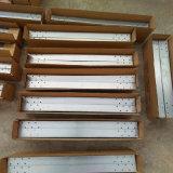 Hoja de acero con uso de los agujeros de perforación como cubierta de máquina