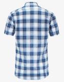 Breve camicia blu dei ragazzi del manicotto