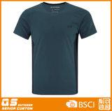 Les sports des hommes exécutant le T-shirt normal