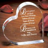 Recuerdo cristalino de la boda del corazón del grabado de encargo
