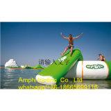 Trampolino gonfiabile dell'acqua, base di salto del Bouncer adulto/galleggiamento sosta dell'acqua