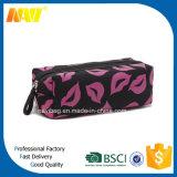 Lip en forma de satén cosméticos bolsa para las mujeres