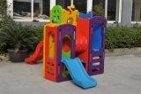 Innen- und im Freienspielplatz mit Kind-Plättchen