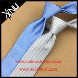 La relation étroite tissée par soie fabriquée à la main parfaite du noeud 100% pour les hommes conçoivent le plus tard