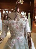 Шикарно с платья венчания плеча в цвете