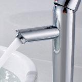 De la agua caliente del cromo de los productos del cuarto de baño grifo Finished del lavabo y fría