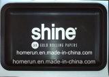 [هفي متل] أسود تقدّم صينيّة ورقة خام