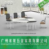 현대 단순한 설계 삼각형 사무실 회의 회의 테이블
