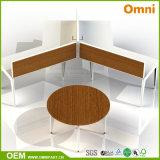 네 사람 현대 사무실 테이블