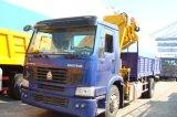 HOWO 기중기에 의하여 거치되는 트럭