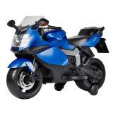 Conduite sur la motocyclette d'E-Scooter de gosses de roues de l'alimentation par batterie deux de jouets