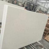 純粋で白い水晶石のカウンタートップの平板