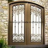青銅色の鉄が付いている装飾用の鉄のドア