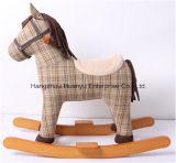 Estilo de cavalo e cruzamento de madeira e pelúcia