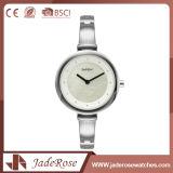 折る止め金が付いている合金の箱のステンレス鋼手の腕時計