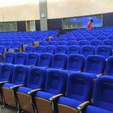 Silla del auditorio con el micrófono y el sistema de la traducción (R-6128)