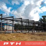Il professionista ha progettato la costruzione della struttura d'acciaio per il workshop/magazzino