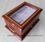 Grande caixa de madeira envernizada da jóia com janela