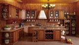 赤いカシの純木の食器棚
