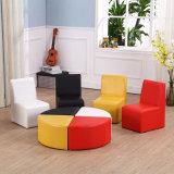 Sofa à la maison réglé - présidence de meubles de gosses avec le tabouret