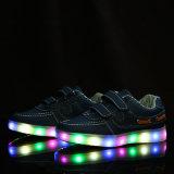 소년 소녀를 위한 새로운 아이들 빛난 LED 단화