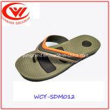 Cadute di vibrazione di EVA dei pattini dei sandali della spiaggia degli uomini