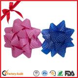 クリスマスの装飾のためのリボンの染まる星の弓