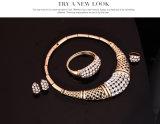 ラインストーンのジルコンのネックレスのイヤリングのブレスレットのリングの方法4 PCS宝石類セット