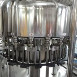 Água mineral do frasco automático cheio que faz a maquinaria