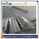 Helles Stahlgestaltengips-Metallprofil in den Stahlkanälen