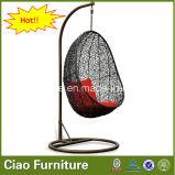 H屋外のテラスの家具の庭の籐椅子