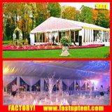 Schönes Hochzeitsfest-Zelt mit Futtern und Vorhängen
