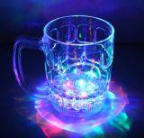 O logotipo feito sob encomenda imprimiu o plástico ilumina o copo acima de piscamento do diodo emissor de luz