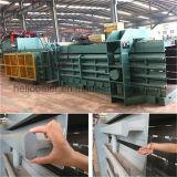 prensa automática de la bala de la cartulina de la capacidad de producción 10t/H con el transportador