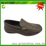 La cuña de los muchachos calza las zapatillas de deporte de los hombres (GS-LF75367)