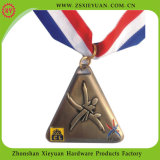 Kundenspezifisches Metal Gold Trophy mit Wooden Base