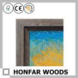古いクラフトの木製の写真ミラーフレームをしなさい