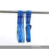 Cintre bleu plaqué par plastique de fil de blanchisserie en métal